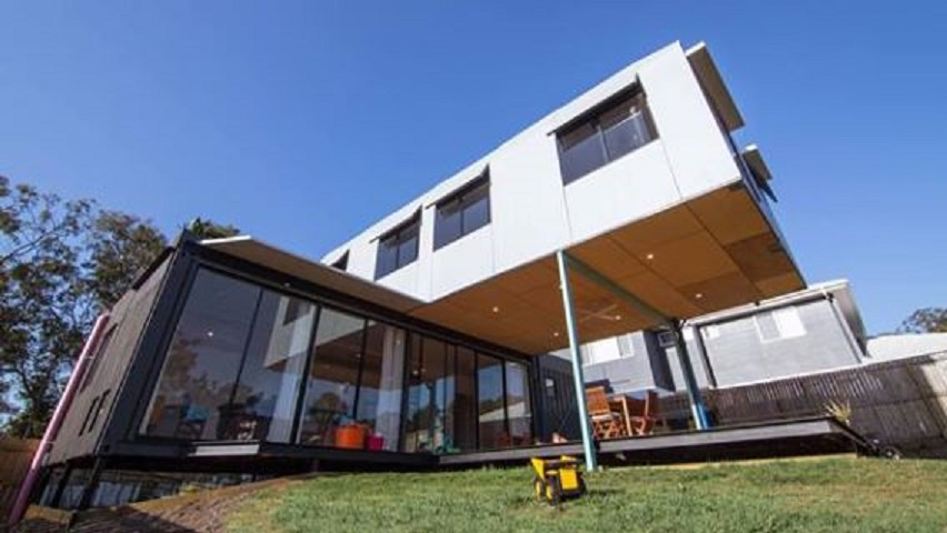 cross stacked cantilevered shipping container house