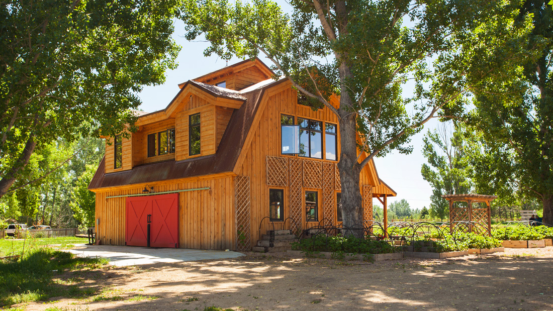 Elegant Barn Homes With Covered Porch And Upper Deck 8