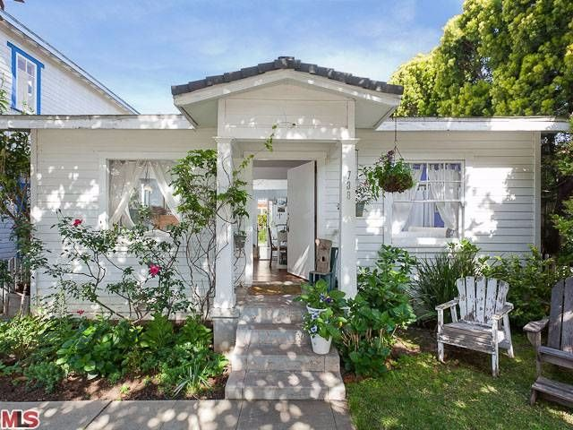 Adorable Shabby Chic Style Tiny Beach Bungalow