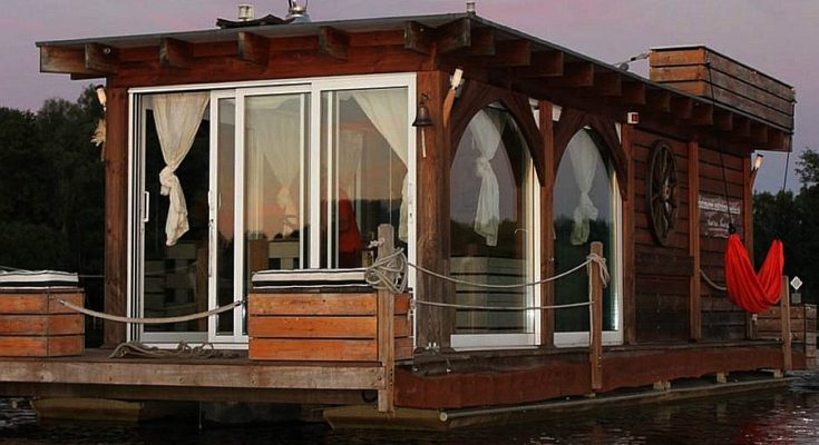 AirBNB Houseboat