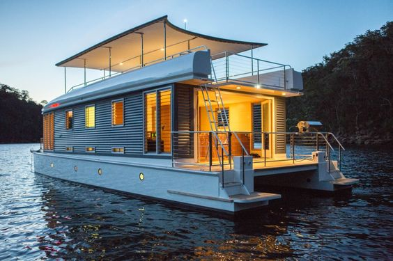 What Does It Cost To Live On A Houseboat Year Round